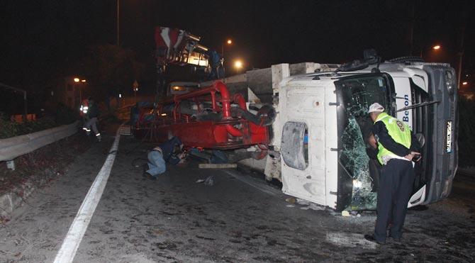 Beton pompası devrildi: 2 yaralı