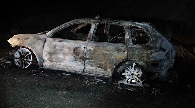 Yol kesip araç yaktılar!