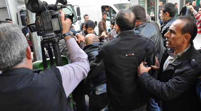 Balıkesir'de Kobani eylemcilerine dayak