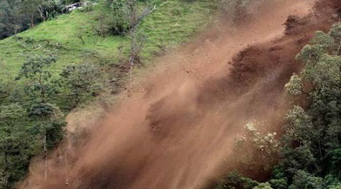 Rize'de toprak kayması