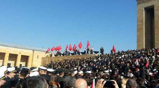 Anıtkabir'de Erdoğan'a protesto