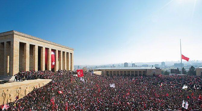 Milyonlar Ulu Önder'i anıyor
