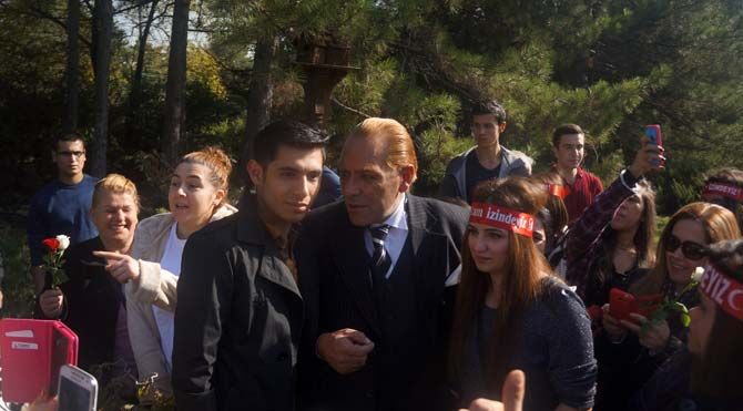 Atatürk'ün benzerinden Ak Saray'a tepki
