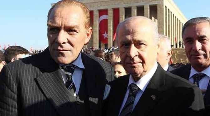 Bahçeli'den Atatürk ile selfie
