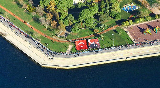 Kadıköy'de Ata'ya saygı zinciri