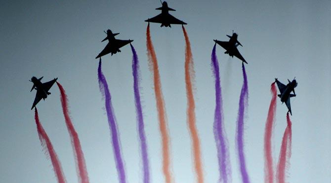 Kadın pilotlar gökyüzünü renklendirdi