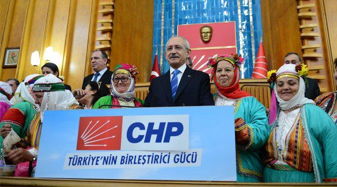 Kılıçdaroğlu çiftçileri kürsüye çıkardı