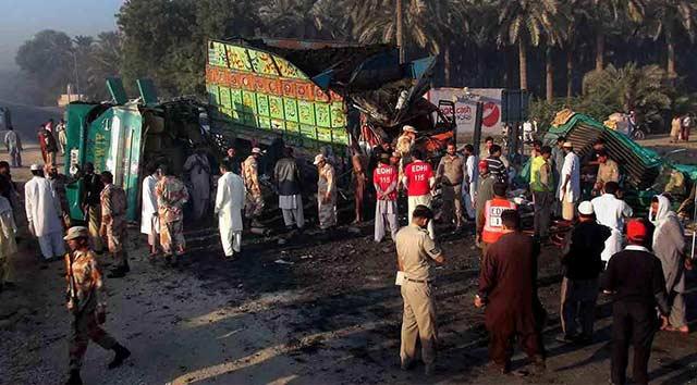 Pakistan'da katliam gibi kaza: 56 ölü