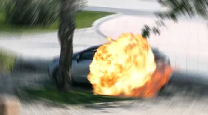 Otomobilde çakmak gazı tüpü patladı