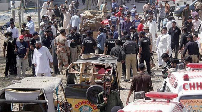 Pakistan'da katliam gibi trafik kazası