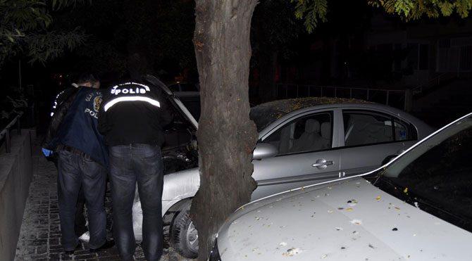 Pendik'te 3 araç kundaklandı