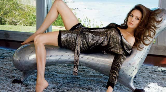 Angelina Jolie Vanity Fair'e poz verdi