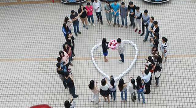 Çin'de 99 iPhone'la evlilik teklifi