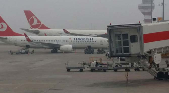 İzmir'de hava ulaşımına sis engeli