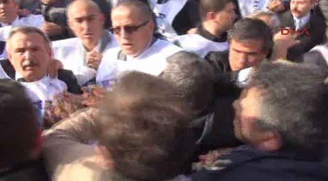 Başkent'te servis protestosunda arbede