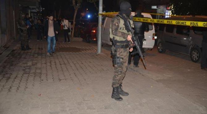 Polis aracına silahlı saldırı!