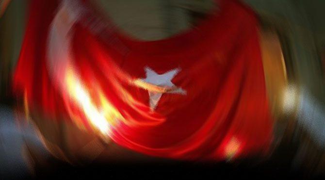 Türk Bayrağı'na saldıranlar yakalandı