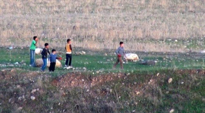 Cizre'de askerler de çocuklara taşla karşılık verdi