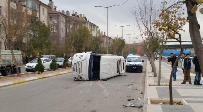Aksaray'da öğretmen servisi kaza yaptı
