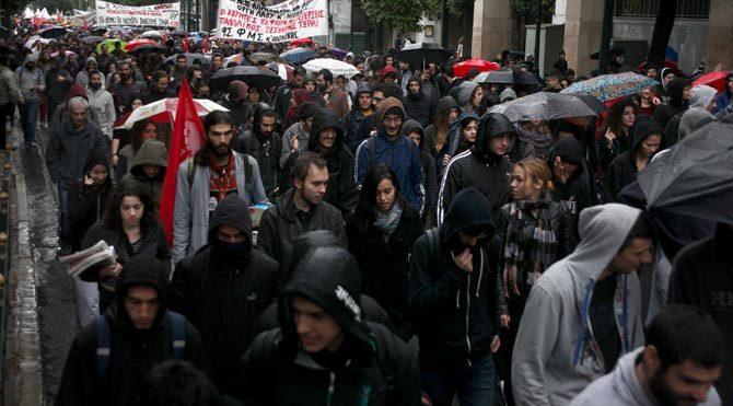 Öğrencilerden protesto yürüyüşü