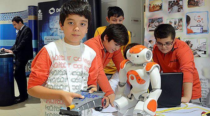 """Ortaokul öğrencilerinden """"robotu dans ettiren"""" yazılım"""