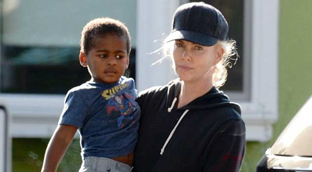 Charlize Theron'a polis ihbarı