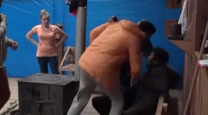 Ütopya'da tekme-tokat kavga!