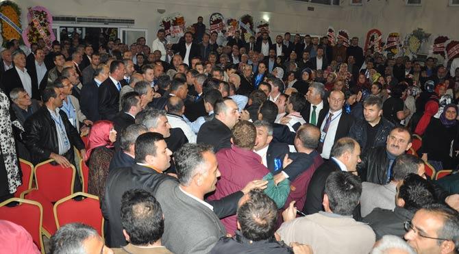 AKP kongresinde arbede!