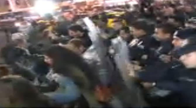 Ankara'da polis eylemci arbedesi!
