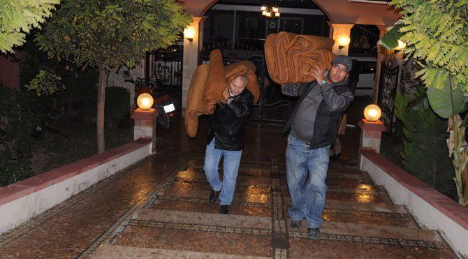 Kuşadası'nda 114 konut tahliye edildi
