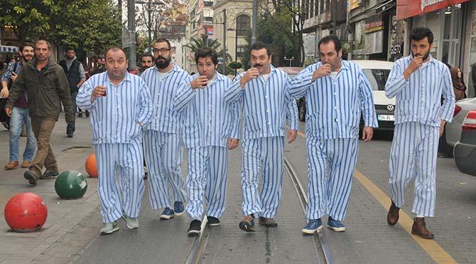 Pijamalı Adamlar sokağa indi