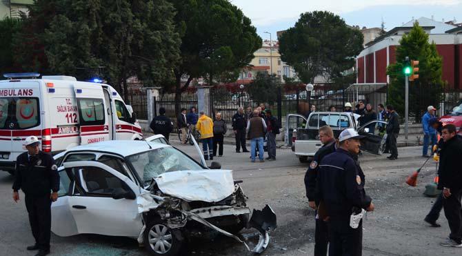Çanakkale'de feci kaza: İkisi ağır 7 yaralı