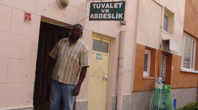 Gineli profesör Eskişehir'de tuvalet temizliyor