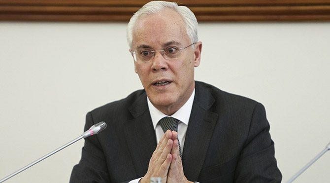 Yolsuzluk iddiaları İçişleri Bakanı'nı istifa ettirdi