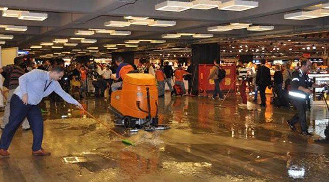 Atatürk Havalimanı'nı su bastı!