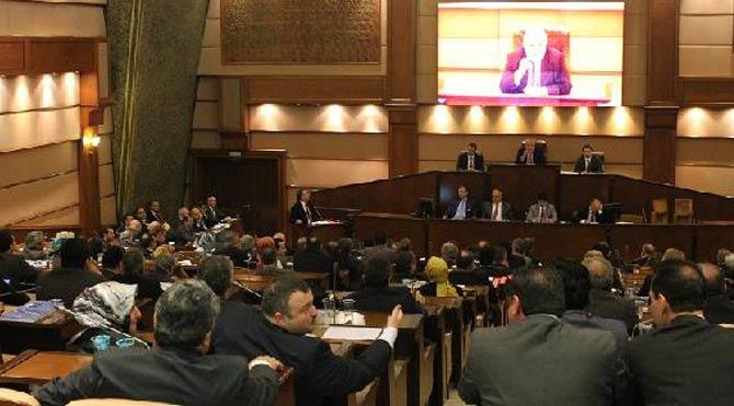 İBB Meclisi'nde zaman tartışması