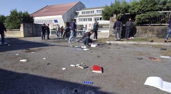 Kazakistan'da okulda el bombası patladı