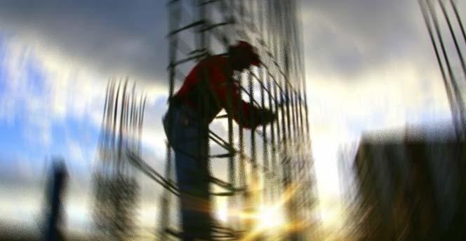 İnşaat işçisi, dördüncü kattan düşerek öldü