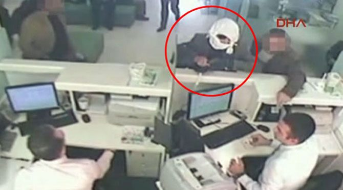 Bıçakla banka soygunu