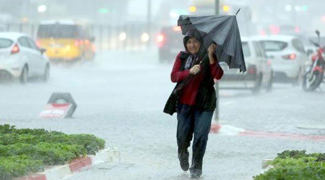 Antalya'da yağmur hayatı felç etti