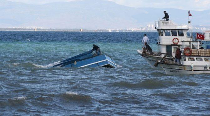 İzmir'de tekne battı