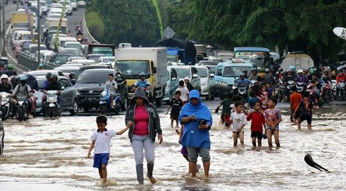 Endonezya'yı sel vurdu