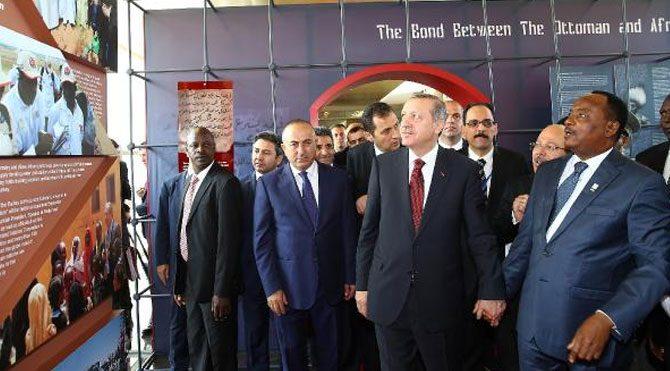 """Erdoğan, """"Türkiye"""" konulu sergiyi gezdi!"""