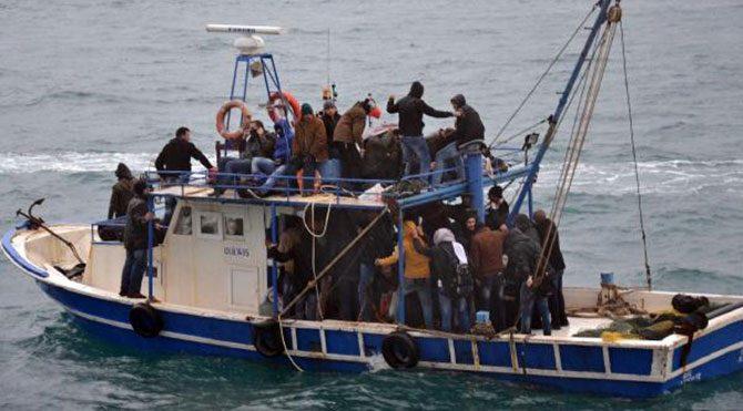 Teknede 79 Suriyeli kaçak yakalandı