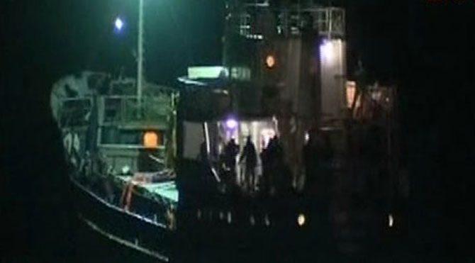Mültecileri taşıyan gemi kurtarıldı
