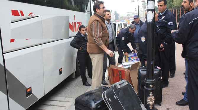 Otobüse kaçak sigara operasyonu