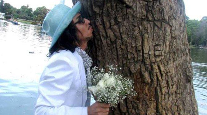 Ağaçla evlendi