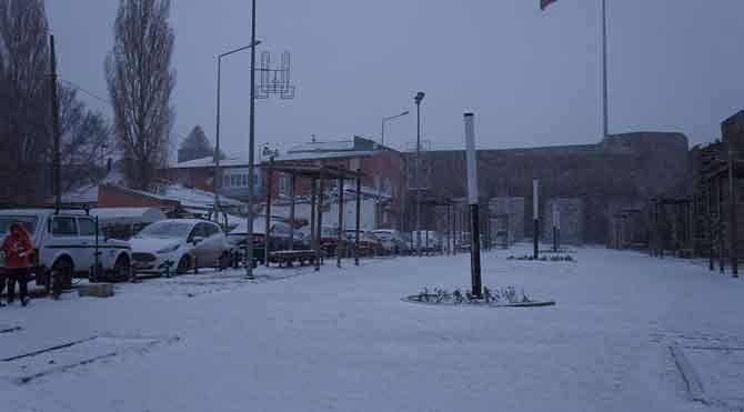 Erzurum'a mevsimin 3. karı düştü