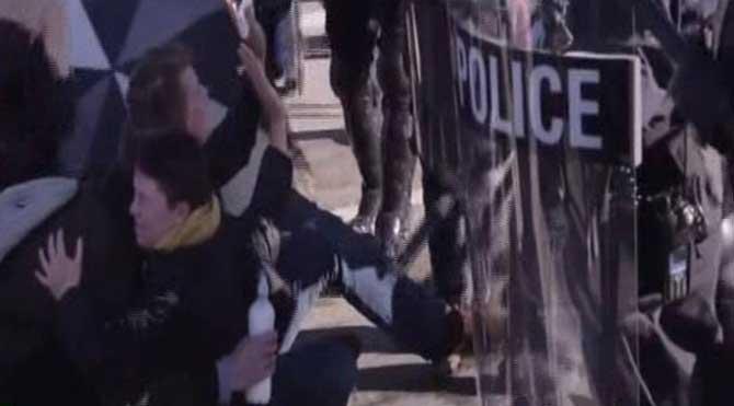 Ferguson'da polisin orantısız şiddeti kamerada