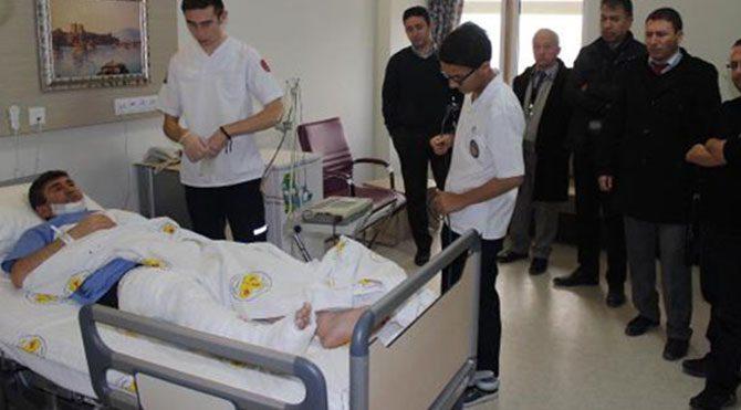 Öğrenciler öğretmenin bacağını kırdı